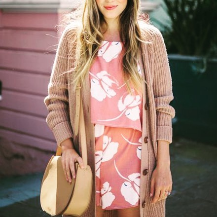 Not sure what to wear during the crazy winter/spring battle? 🌺 Check out the latest blog post to find 6 layering tips you can try to get you thru the transitioning seasons! Click the link in Bio to read on! 🤔What is your go to style this time of year? . . . #springstyletips#styletips#spring#jaxflstylist#nmstylesjax#personalstylist#jaxfl#newblogpost#selflove#confidentstyle
