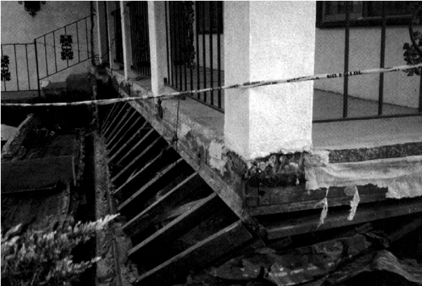 Figure 3: earthquake damage from unsheathed cripple walls ( source )