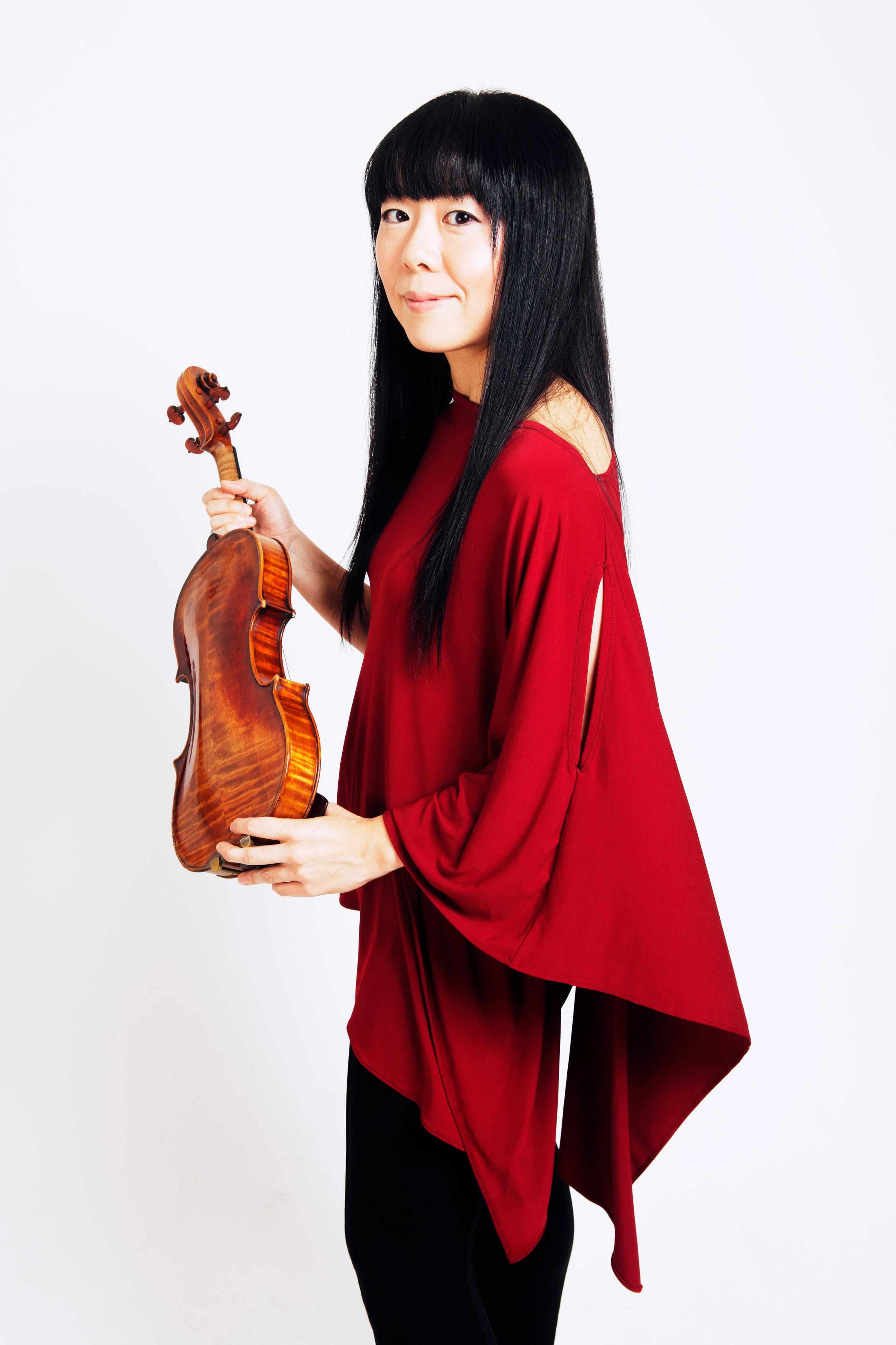 Keiko Tokunaga, violin, by Arthur Moeller