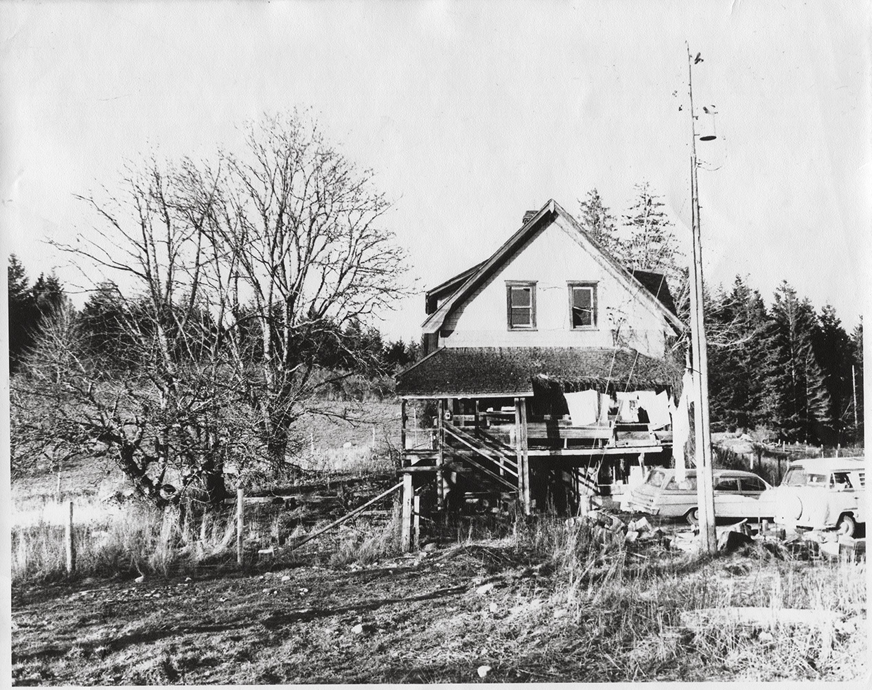 The original house. On the location of the present day Gatehouse,(note the cars).
