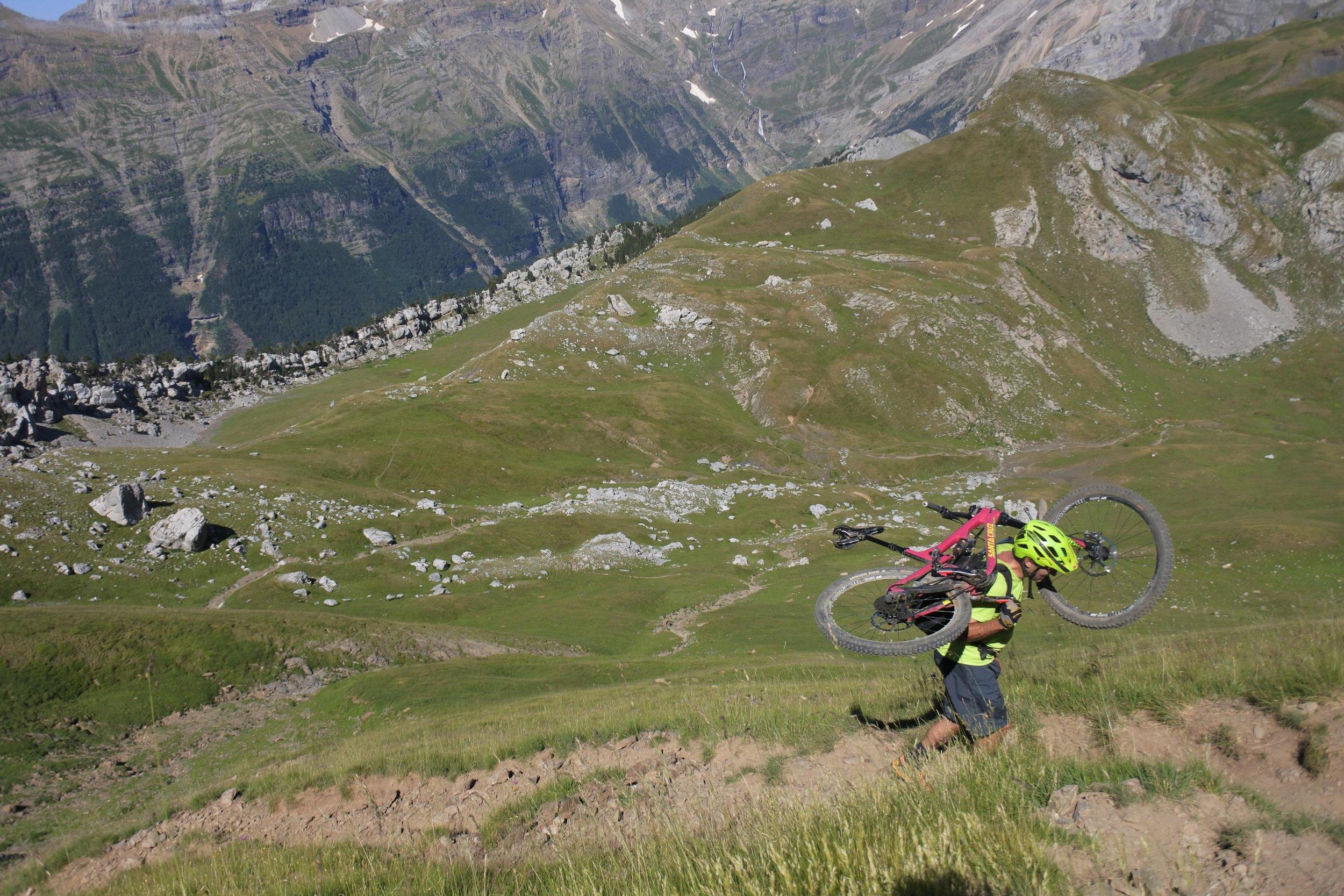 unbeaten-adventures-zona-zero-ainsa-comodoto-hike-a-bike-top.jpg