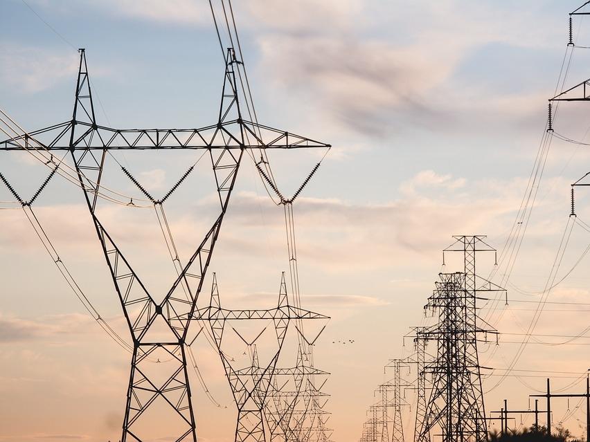 power-lines-2616759_960_720.jpg