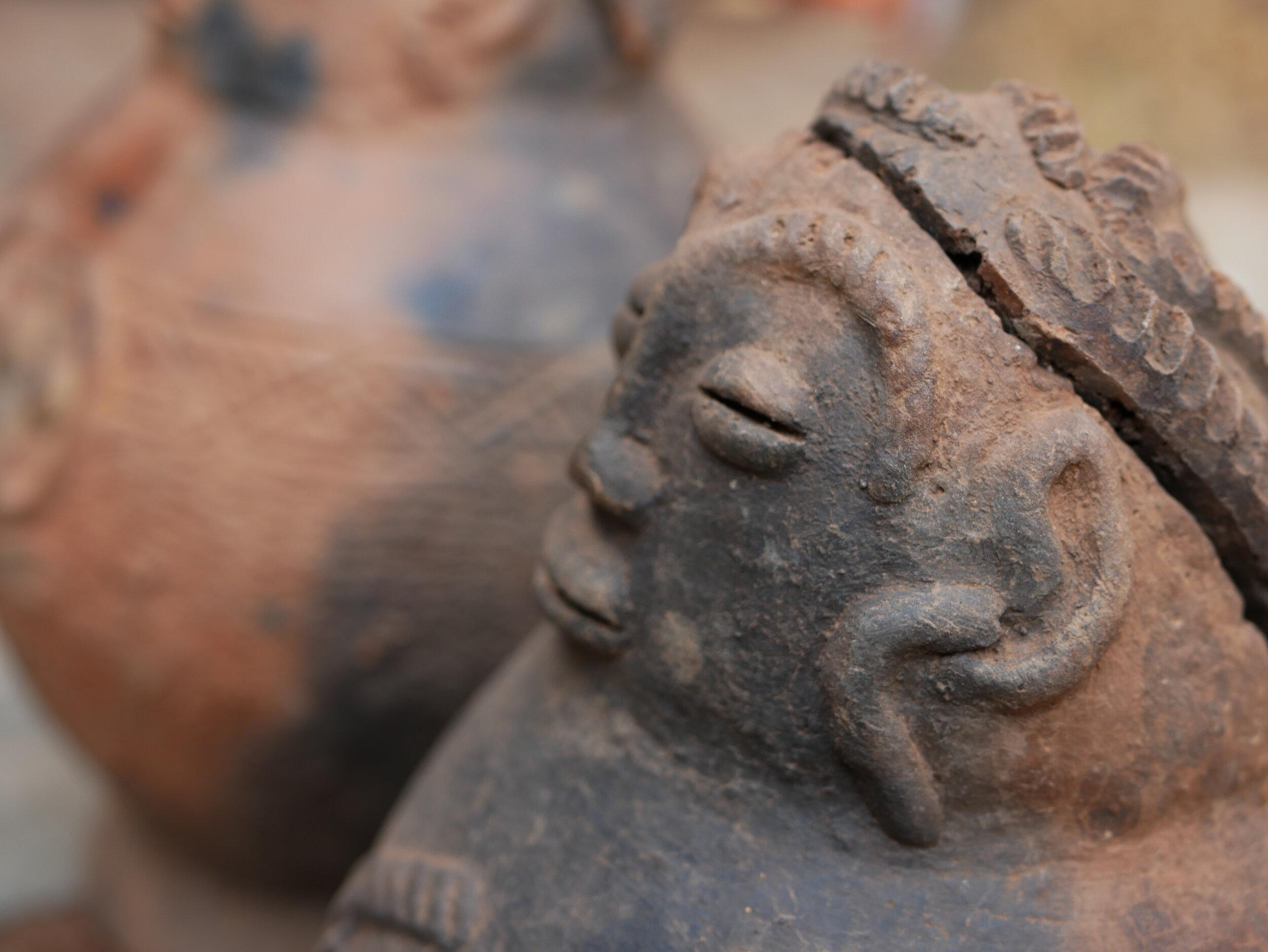Statues en terre cuite