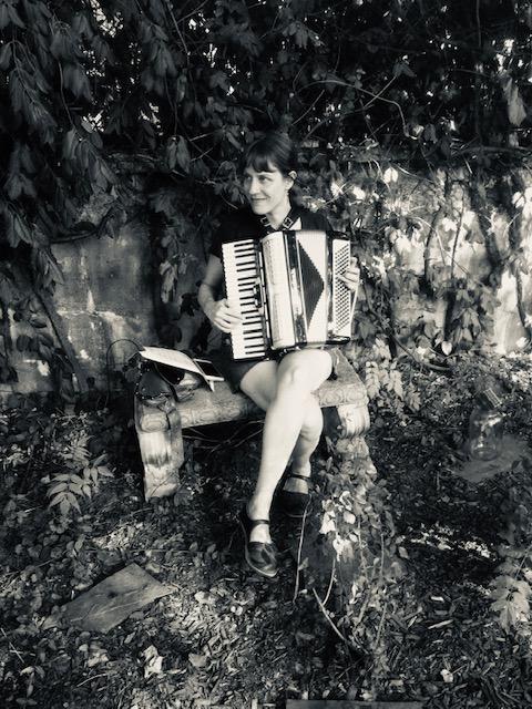 me accordion noir.jpg