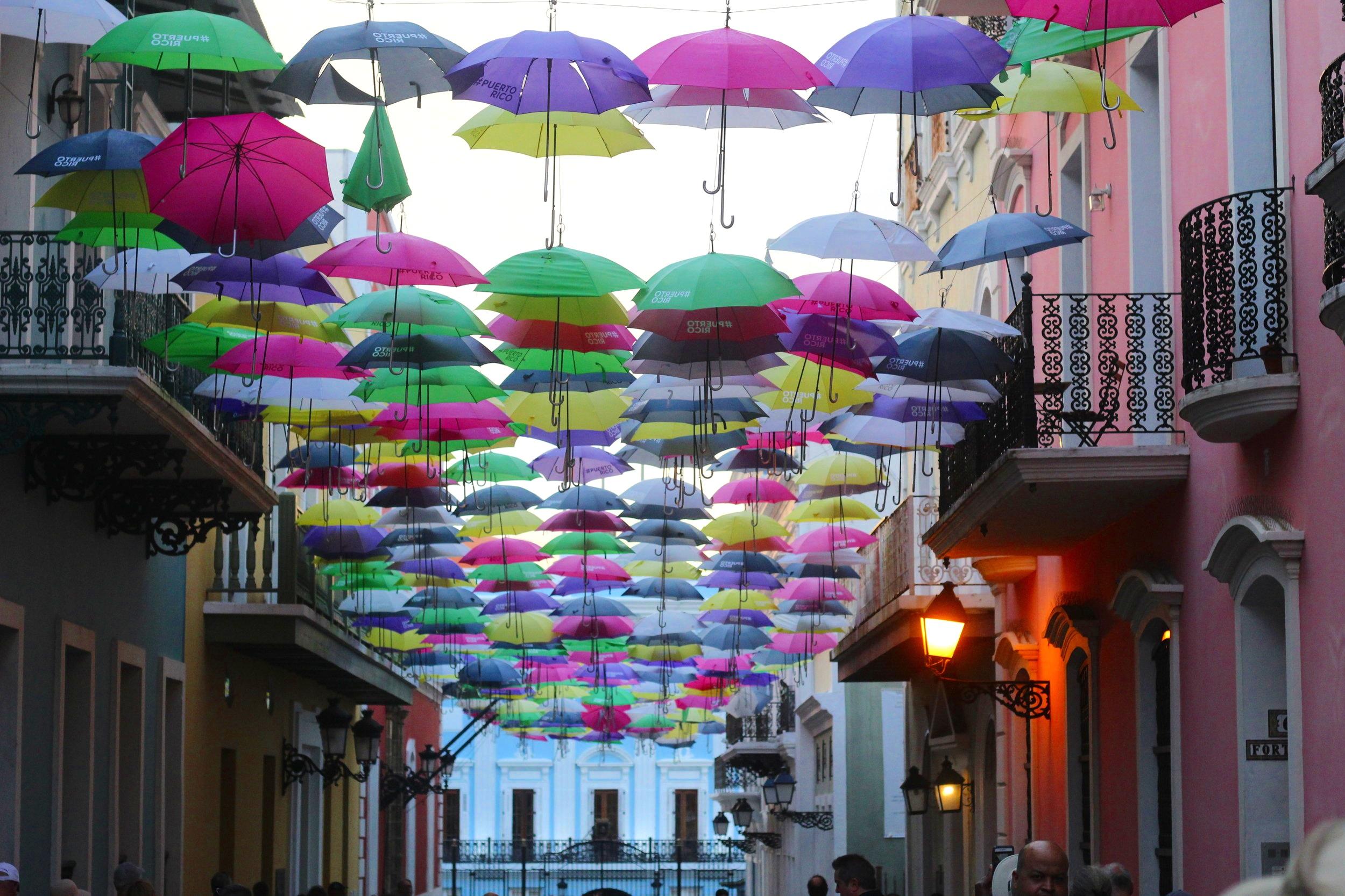 Calle Fortaleza umbrellas!