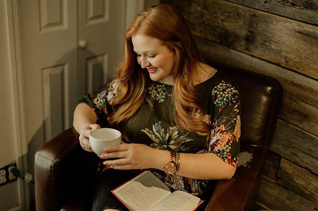 Coffee house vibes ☕️ Sarah Collins // Class of 2020 . . . . .  #makeportraits #vscoportrait #ig_mood #discoverportrait #portraitphotography #profile_vision #bleachmyfilm #postmoreportraits #portraitpage #igpodium_portraits  #landscapelovers #unitedstatesofamerica #igersusa #canonphotos #canoneos #focalmarked #nashvillephotographer #nashville #seniorsession #seniorportraits #cookevillephotographer