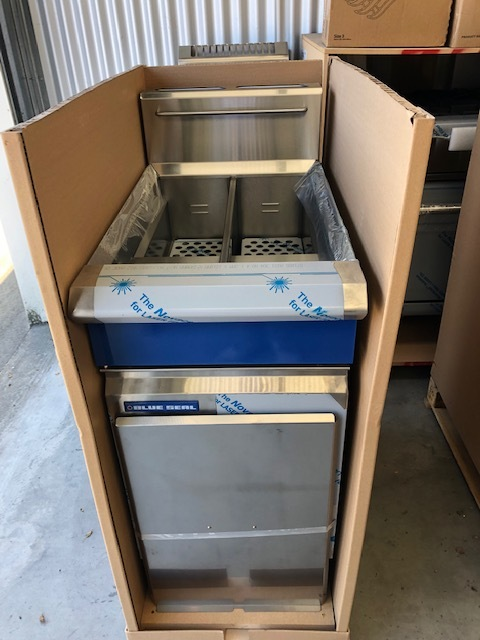 Blue Seal GT46 Twin Tank Gas Fryer - New Ex Factory  RECONDITIONED UNITS AVAILABLE - LPG   $ 3,395.00 + GST   Gas LPG or Nat Gas – Twin Pan Deep fryer, 2 Basket  Dimensions : 450W x 815D x 1050H