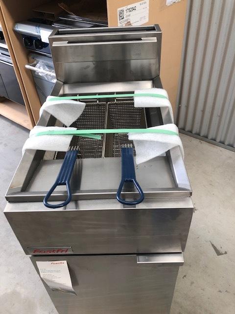 Fast Fri Single Pan Deep Fryer - NEW  Gas Single Pan Fryer, 2 Basket   $ 1,999.00 + GST   Dimensions: 400W x 800D x 1150H