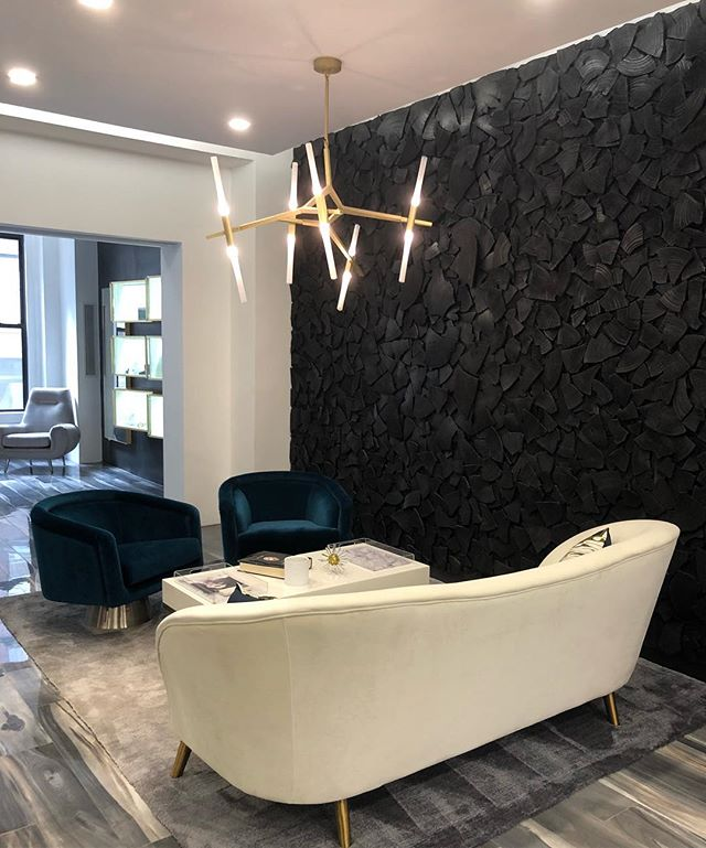 Diamonds are forever but that doesn't mean spaces have to be. Swooning over the mixed metals and velvet upholstery in the new @fabrikant1895 showroom... and the jewels weren't too bad either 😍 . . . . . #luxury #luxurydesign #architecture #design #decorlover #instadesign #beautiful #modern #interioraddict #interiorinspo #inspo #decorlove #mood #trending #diamonds #luxeinteriors #showroomdesign #mixedmetals #velvetsofa