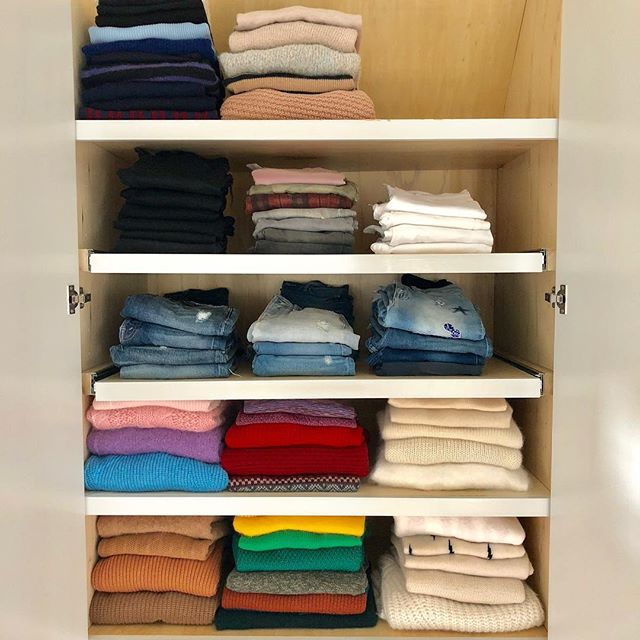(Jean)ious fall stacks. Sweater weather ready✔️ Accessibility ✔️ . . . . . #spacelift #organized #luxurydesign #modernliving #designideas  #easyliving #simplify #declutter #homesweethome #inspo  #neatandtidy #harteyourhome #walkin #lineduplife #sweaterweather #accessability #fallessentials #denim #stacked #colorcoordinated