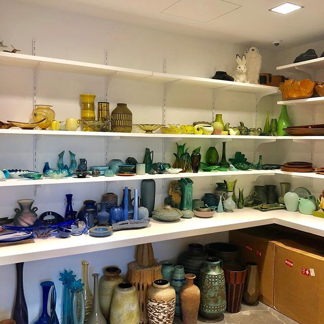 Yesterday's prop closet overhaul at @davidyurman . . . . . #spacelift #organized #luxurydesign #designideas #davidyurman  #simplify #declutter #interiors  #decor #design #props #accessories #colorcoordinated #style #neatandtidy #walkin #lineduplife