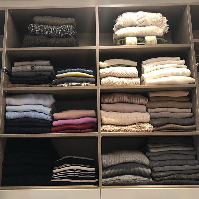 Stacked and ready for today's winter weather! . . . . . #spacelift #organized #luxurydesign #modernliving #designideas  #easyliving #simplify #declutter #homesweethome #interiors #inspo #style #neatandtidy #harteyourhome #walkin #containerstore #lineduplife #stacked #sweaters