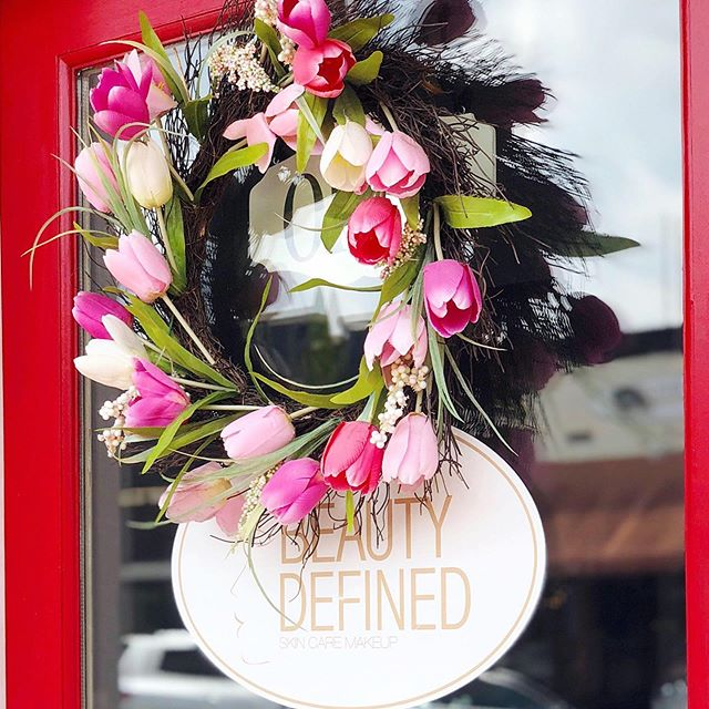 It's a beautiful day at Beauty Defined! 🤩 Stop in and learn about the #Beauty Defined difference! ✨See you soon! . . . . #skincare #spaservices #salon #georgia #ga #buford  #restore #rejuvenate #AtlantaSpas #buylocal #shopsmall #togospa #janeiredale #makeup #skincaremakeup #mua #facials