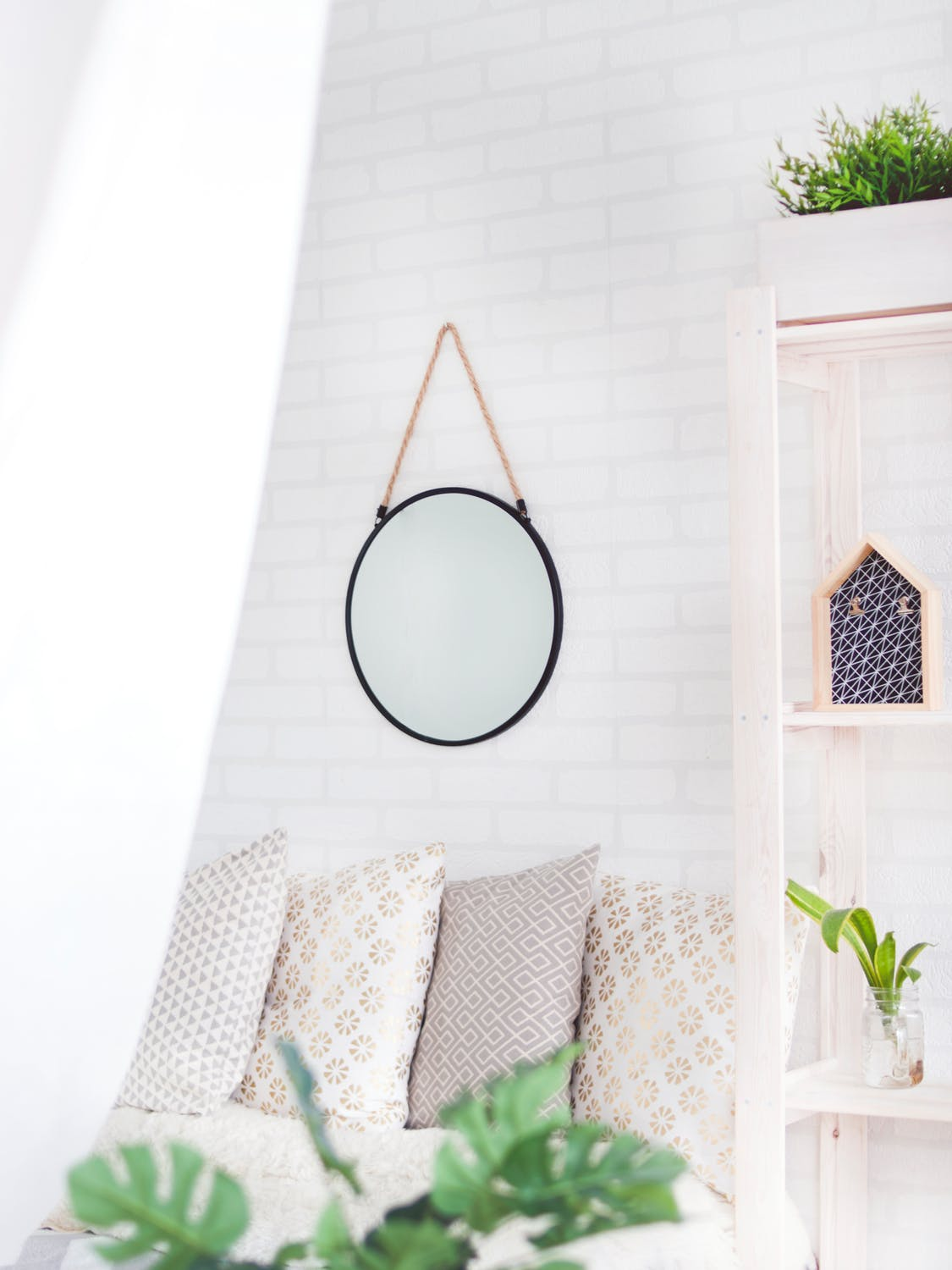 Photo: https://www.pexels.com/photo/round-black-framed-mirror-on-the-wall-905198/