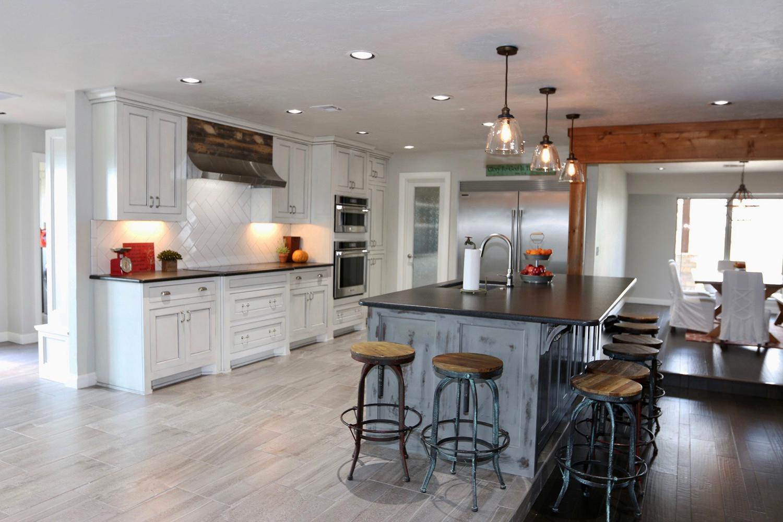 modern_farmhouse_kitchen.png