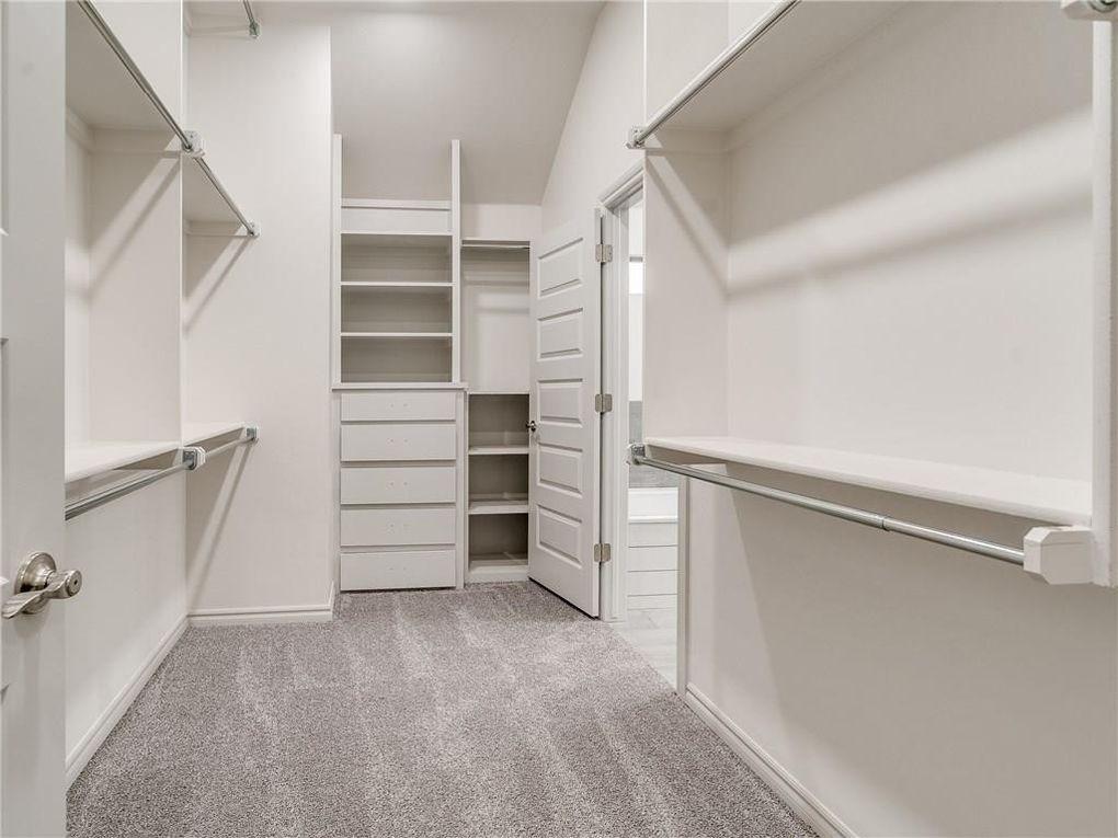 walkin closet.jpg