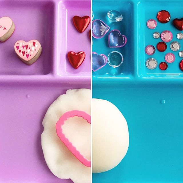 We tested two new new tricks yesterday with our ✨Cornstarch Play Dough✨ and both we keepers! . . First, I whipped out some plastic food trays to set up the activity and invitingly sort the loose parts. I bought this set of four from @walmart last year for $5 and they came with matching plates, bowls, and cutlery! Bonus: the dough stayed far more contained than our usual free-for-all all over the kitchen table. . . Second, with each girl having their own set up, I was able to stagger it for their age and ability! While Evie's practically a play dough pro by now, Maggie is just getting started. This way, I was able to help guide her play and exploration AND stop the little pieces from going into her mouth in time. . . While I'm usually more of a here-you-go-now-go type person, this set up was definitely a keeper. It made the play process and cleaning up even easier! Do you think it's something you or your kiddos would like?? . . Huge shoutout to Lucy @findthelittlemind and her wonderful page! Check out her beautiful feed and follow along for more awesome ideas!! . . #playingwithplaydough #playdough #playdoughkit #playdoughfun #playdoh #playislearning #adventureswithkids #childhoodunplugged #motherhoodunplugged #thewomoms #magicofchildhood #kidscreate #letthembekids #motherhoodsimplified #sensoryplay #sensorydough #homemadeplaydough #playfullearning #letthemplay #creativeplay #openendedplay  #invitationtoplay #invitationtoplay_playdough