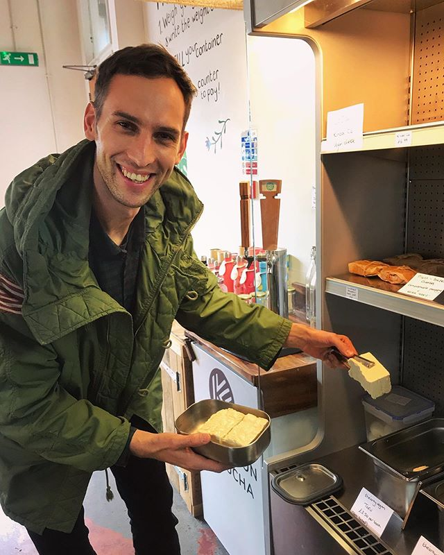 That smile when Rad is getting plastic free tofu from  @restore.refill 😅  Buying grocieries from a plastik free shop is an ideal scenario. But what If we don't have such a shop close by, what can we do to be a little more eco friendly?♻️🌏 ⬇️ The best and easiest solution is to just use less plastic: stop over-wrapping products, use reusable packaging wherever possible and when you do need single-use packaging, use a material that can be recycled and doesn't last for ever if it ends up in our oceans or in landfill. And since it is hard to get rid of the plastic right now we can do simple things to reduce plastic in life dramatically.  Think about it. 🙌🏻🌱 . #plasticfreelife . . . . .  #veganlove #veganlovers #plantbased #plantbaseddiet #veganfood #veganpeople #veganliving #veganaf #veganguy #veganism #plantbasedeating #veganvibes #vegantreat #veganworldwide #vegancommunity #veganfortheanimals #veganfortheplanet #veganforlife #veganforhealth #veganforanimals #vegansofinstagram #veganeats #veganlife
