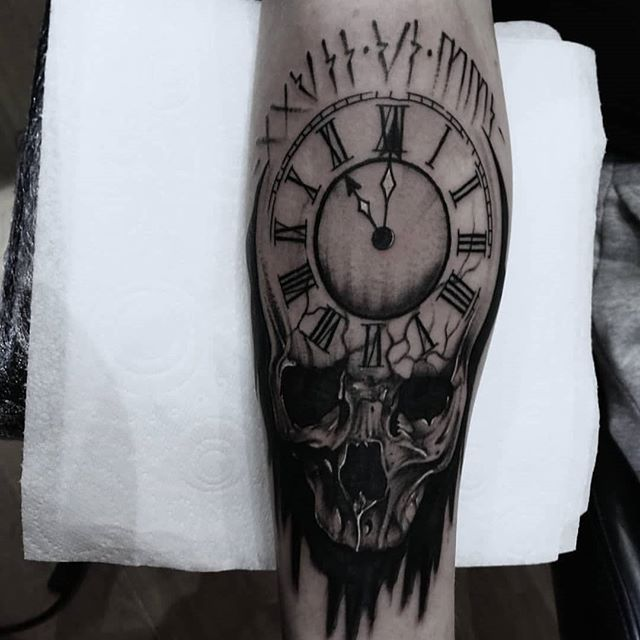 Skull clock by @john_nicol1815 #tattoosofinsta #hypetattoo