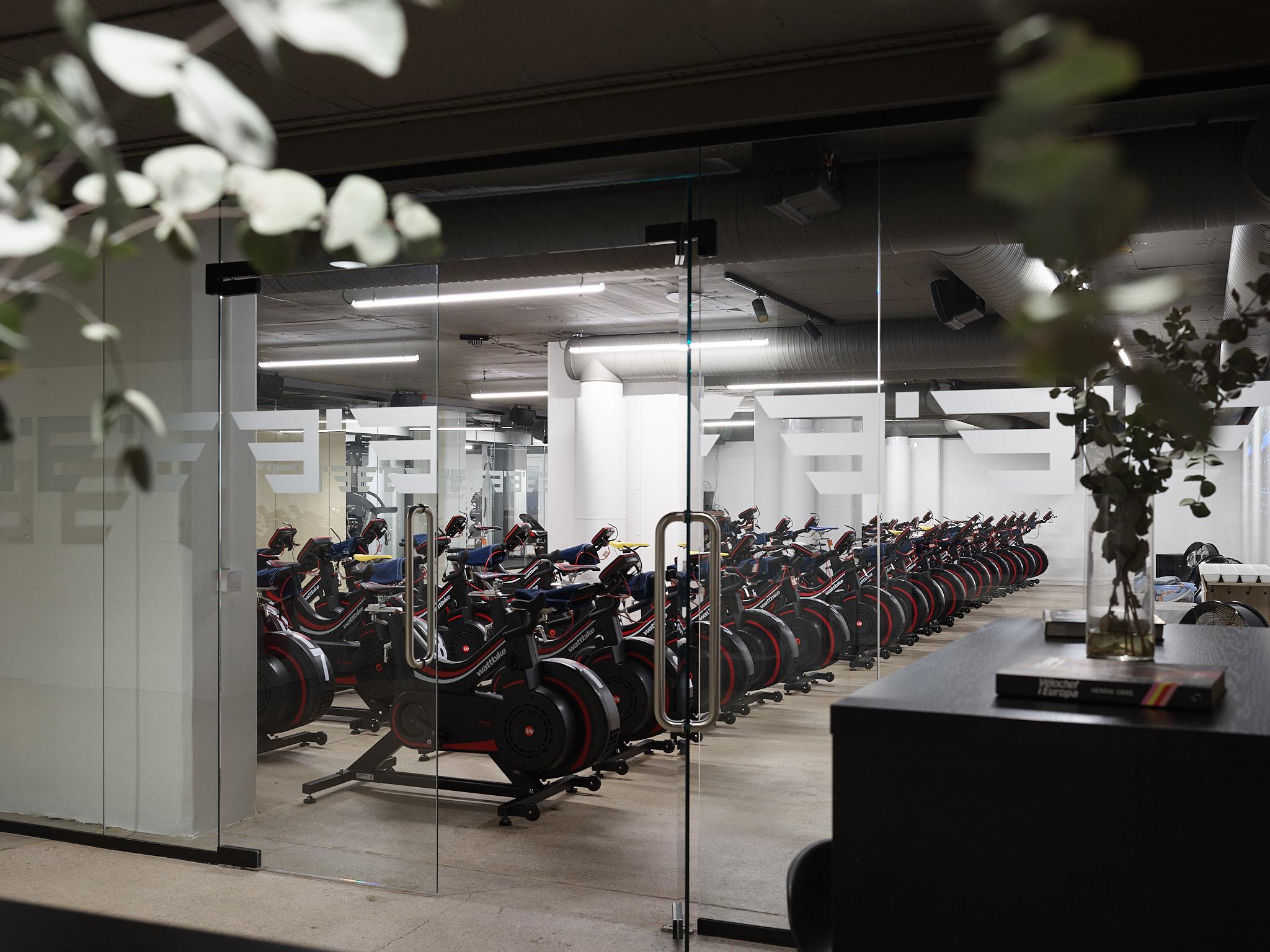 Ditt cykellabb - Vår studio är för dig som vill nå resultat. Över tre våningar hittar du de faciliteter som behövs för att hjälpa dig nå dina mål som cyklist. I cykellabbet finns 40 moderna Wattbike-cyklar som står dig till förfogande och här coachar några av Sveriges främsta instruktörer och cykeltränare.