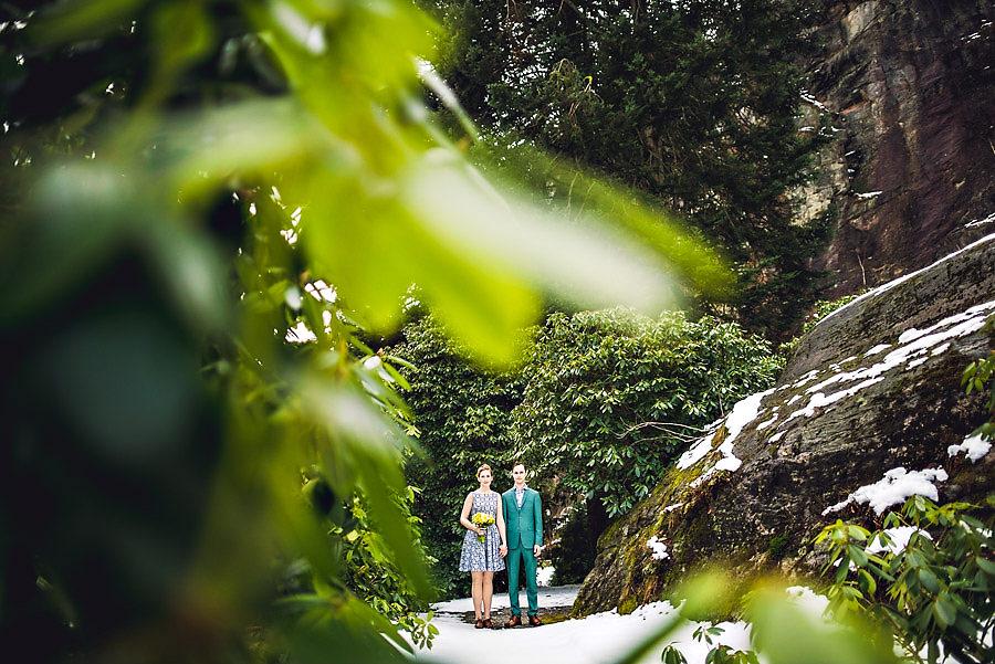 Utradisjonelt brudepar i et utradisjonelt bryllup i Ravnedalen i