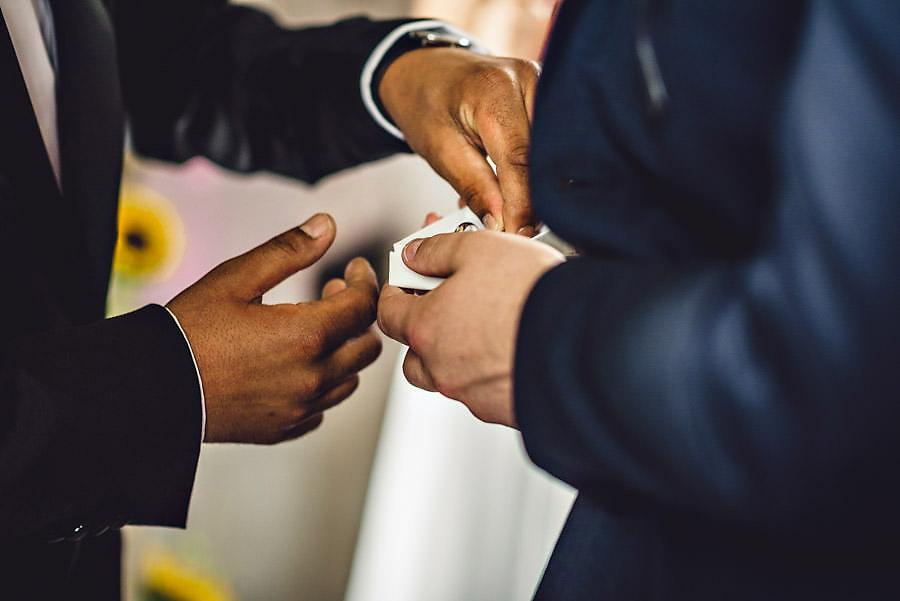 ringpåsettelse i bryllup i stavanger