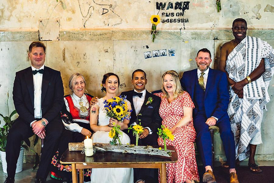 familiebilde i bryllup i stavanger bryllupsfotograf på tou scen