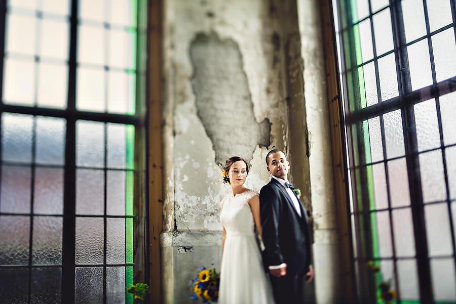brudepar på tou scene