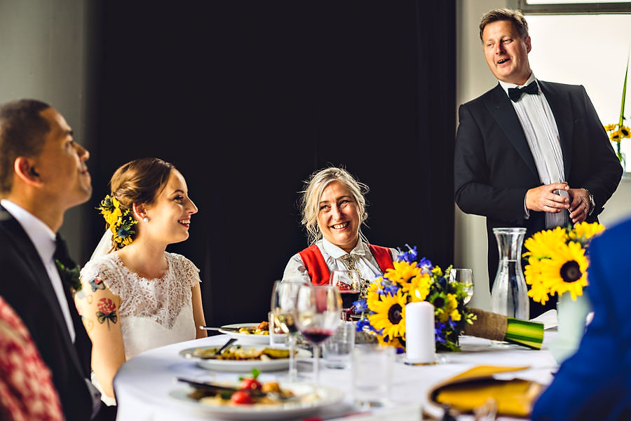 brudens far holder tale i bryllup på tou scene i stavanger