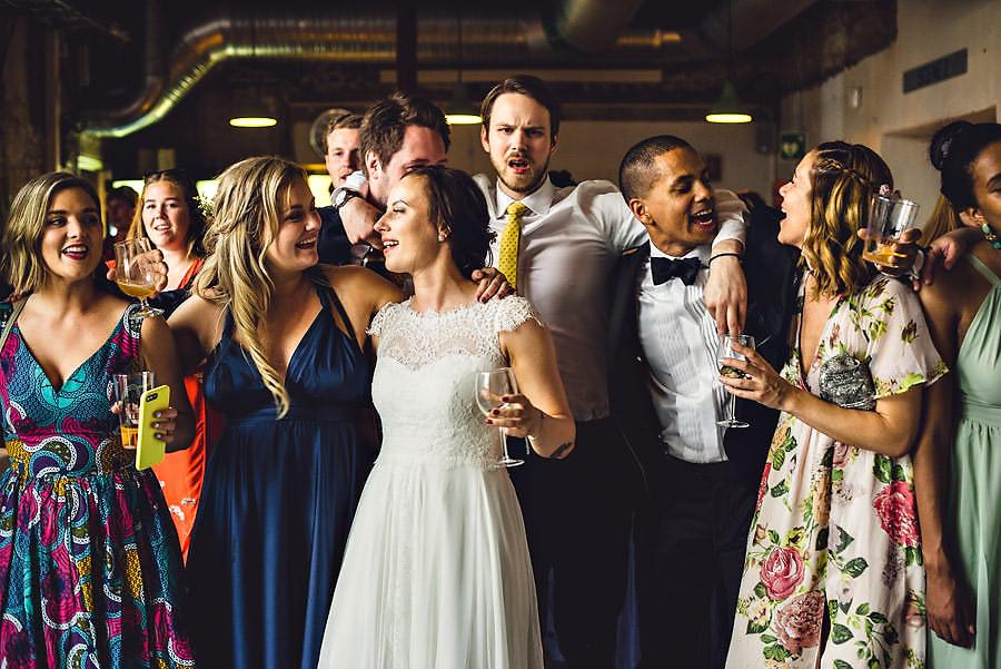allsang på dansegulvet i bryllup på tou scene i stavanger av f