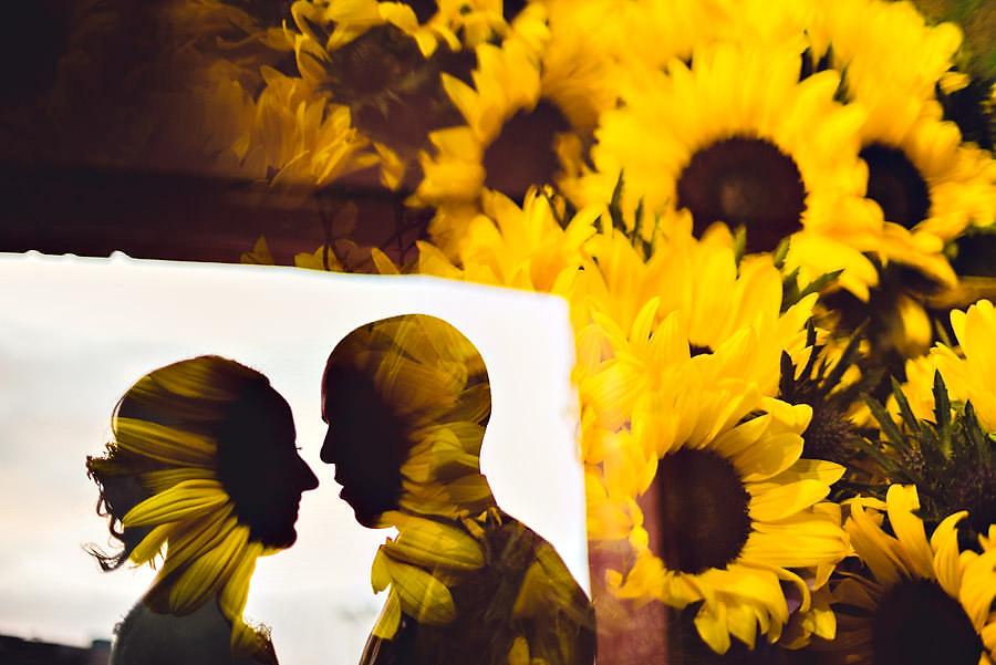 kreativt brudepar tou scene umulig bukett flink fotograf til bry