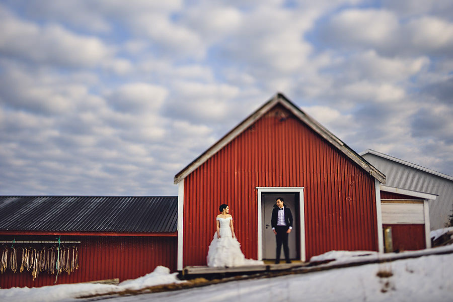 Lofoten Norway pre wedding engagement with Norway wedding photog