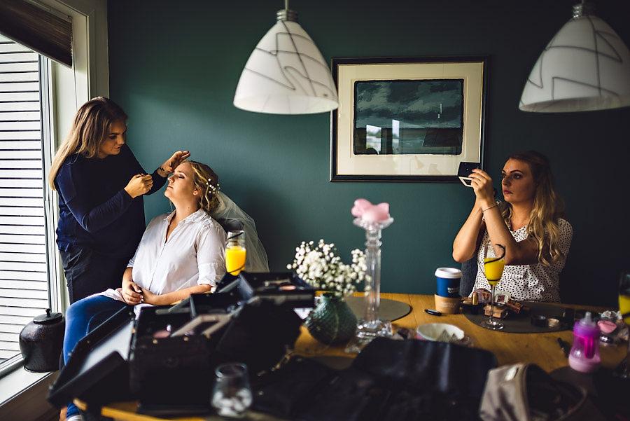 brudens forberedelser hjemme i stavanger bryllupsfotograf norge