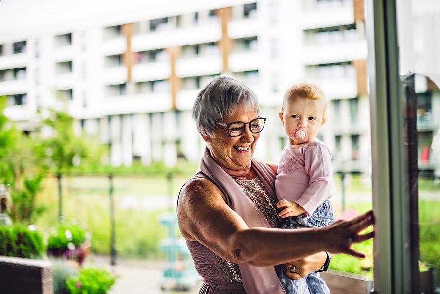 mormor og barnebarn bryllupsfotograf stavanger