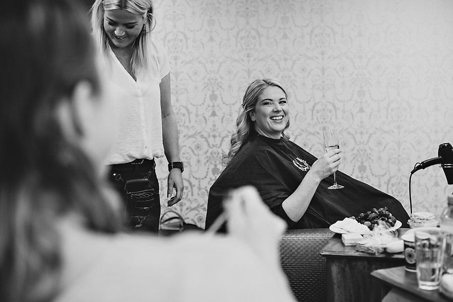 Brudens forberedelser på Barokk frisør i bryllup i Stavanger