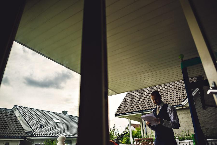 brudgommen øver på talen til bryllup i stavanger