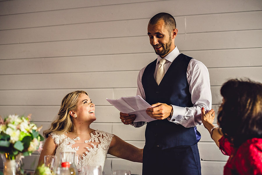 brudgom rørt til tårer under talen sin i bryllupet i stavanger