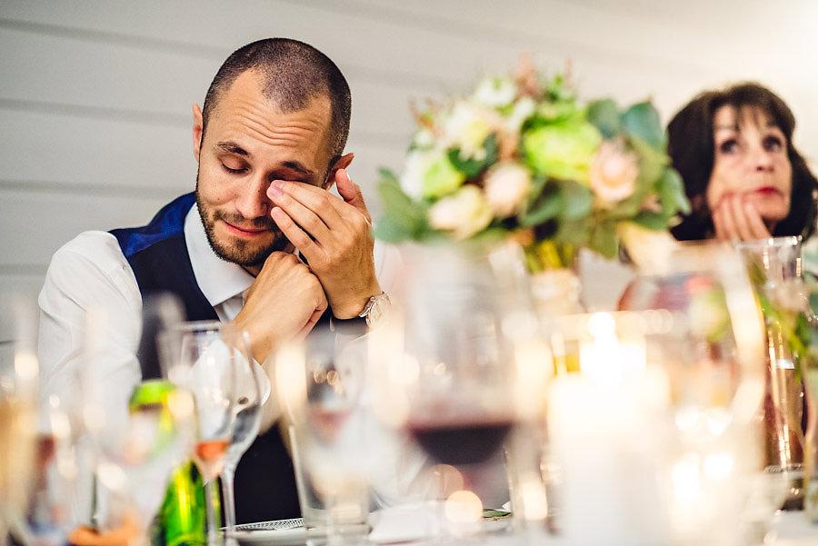 brudgom rørt til tårer under tale i bryllupet i stavanger