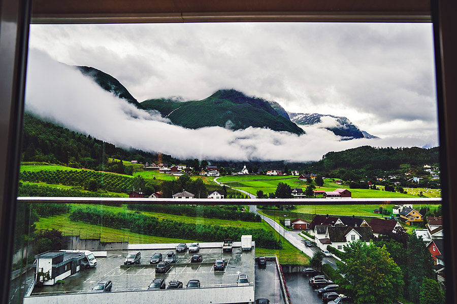 bryllupsfotograf nordfjord utsikt over loen fra hotel alexandra