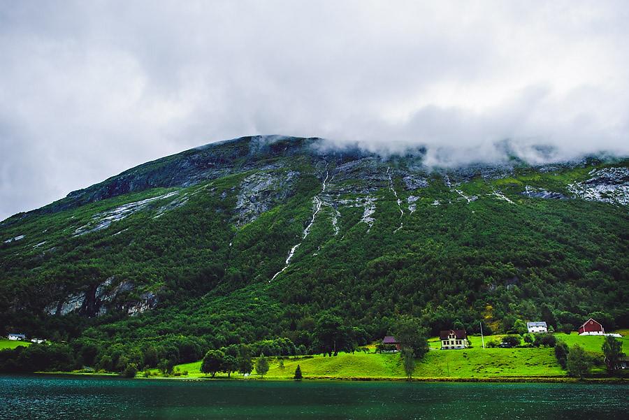 landskap i fagre stryn i noerdfjord