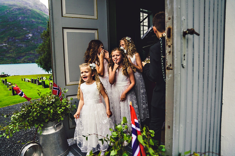 brudepiker bryllup i oppstryn kyrkje
