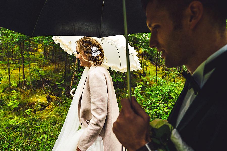 brudepar i bryllup i oppstryn