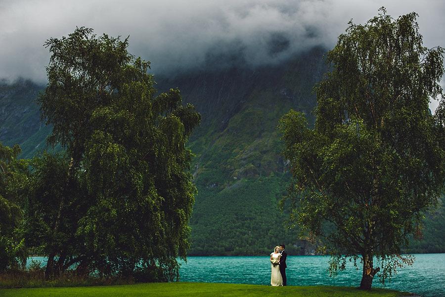bryllupsfotograf hjelle brudepar nordfjord