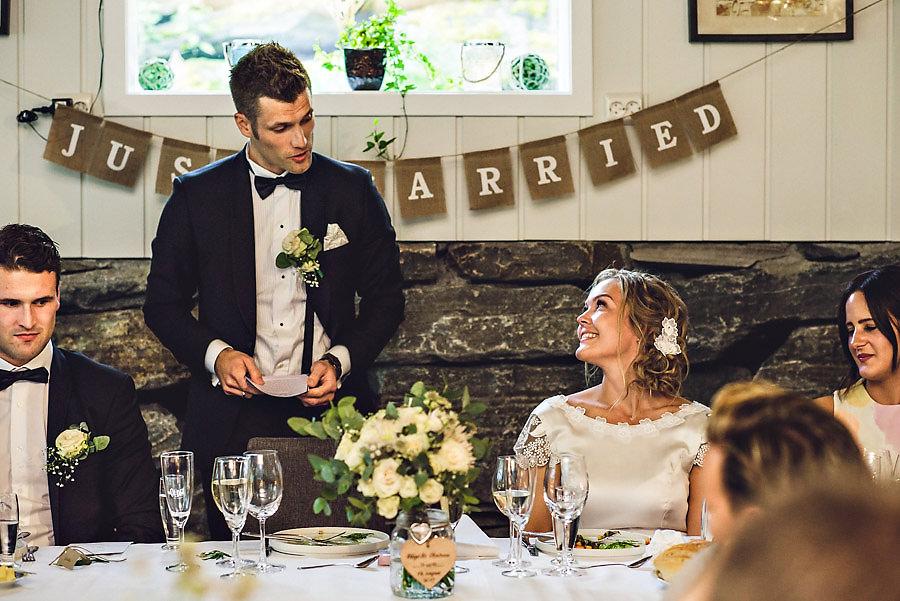 bryllupsfotograf yrineset brudgommens tale til bruden