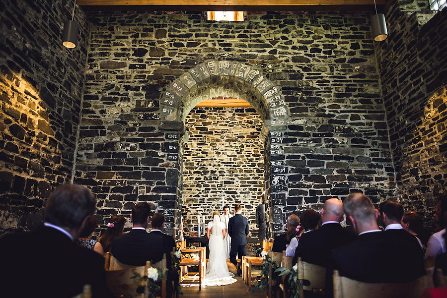 vielse i sola ruinkirke bryllupsfotograf stavanger