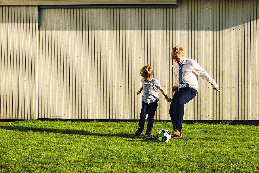 bryllup på solastranden gård bryllupsfotograf stavanger fotbal