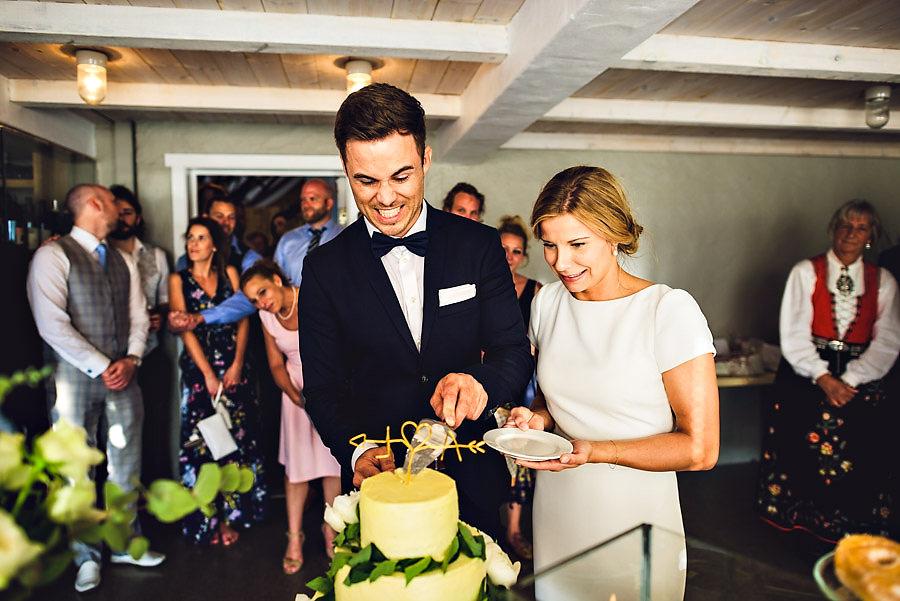 kakeskjæring i bryllup på solastranden gård