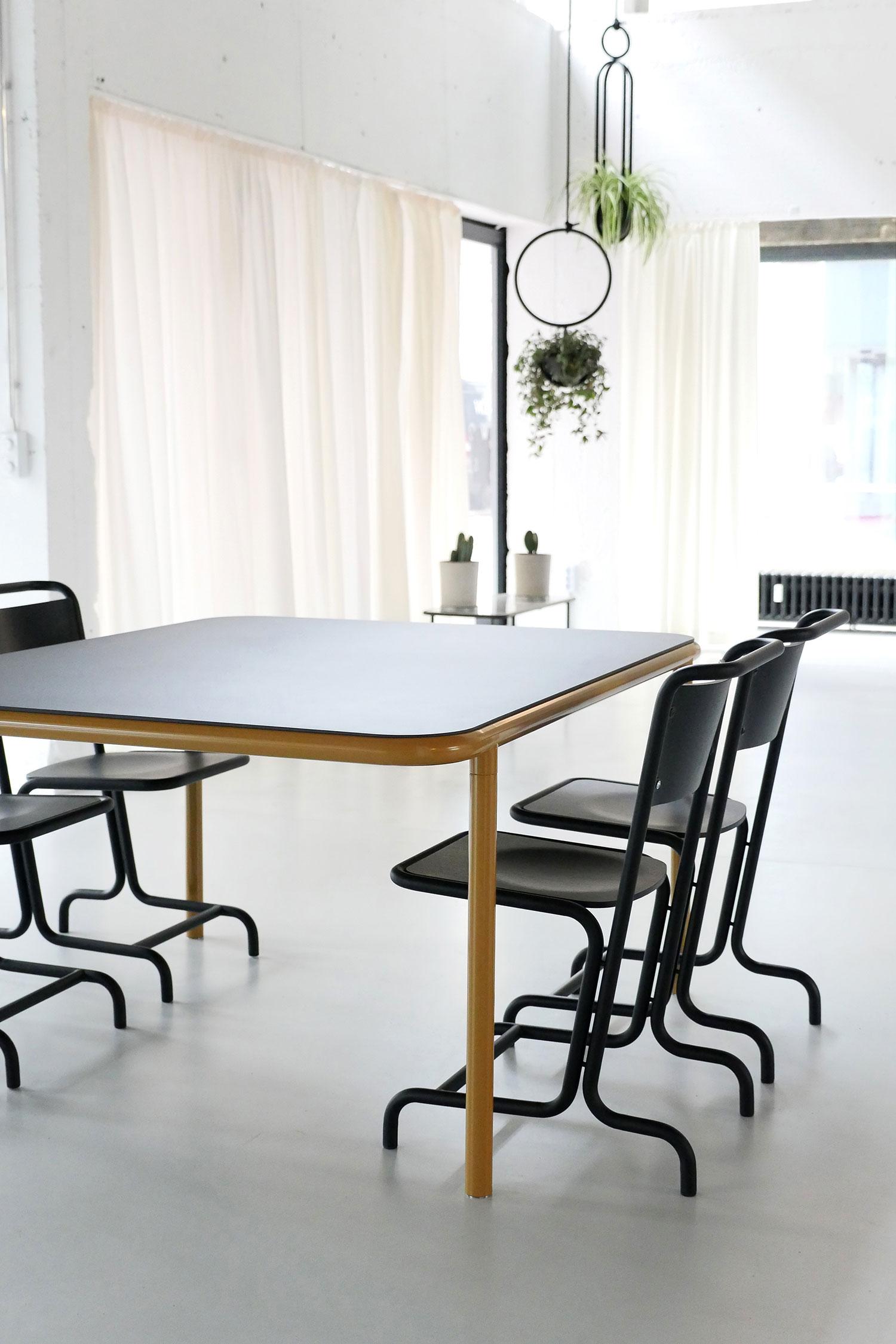 Laszlo-Stuhl-Bologna-Tisch-Atelier-Haussmann-300dpi-10-web.jpg
