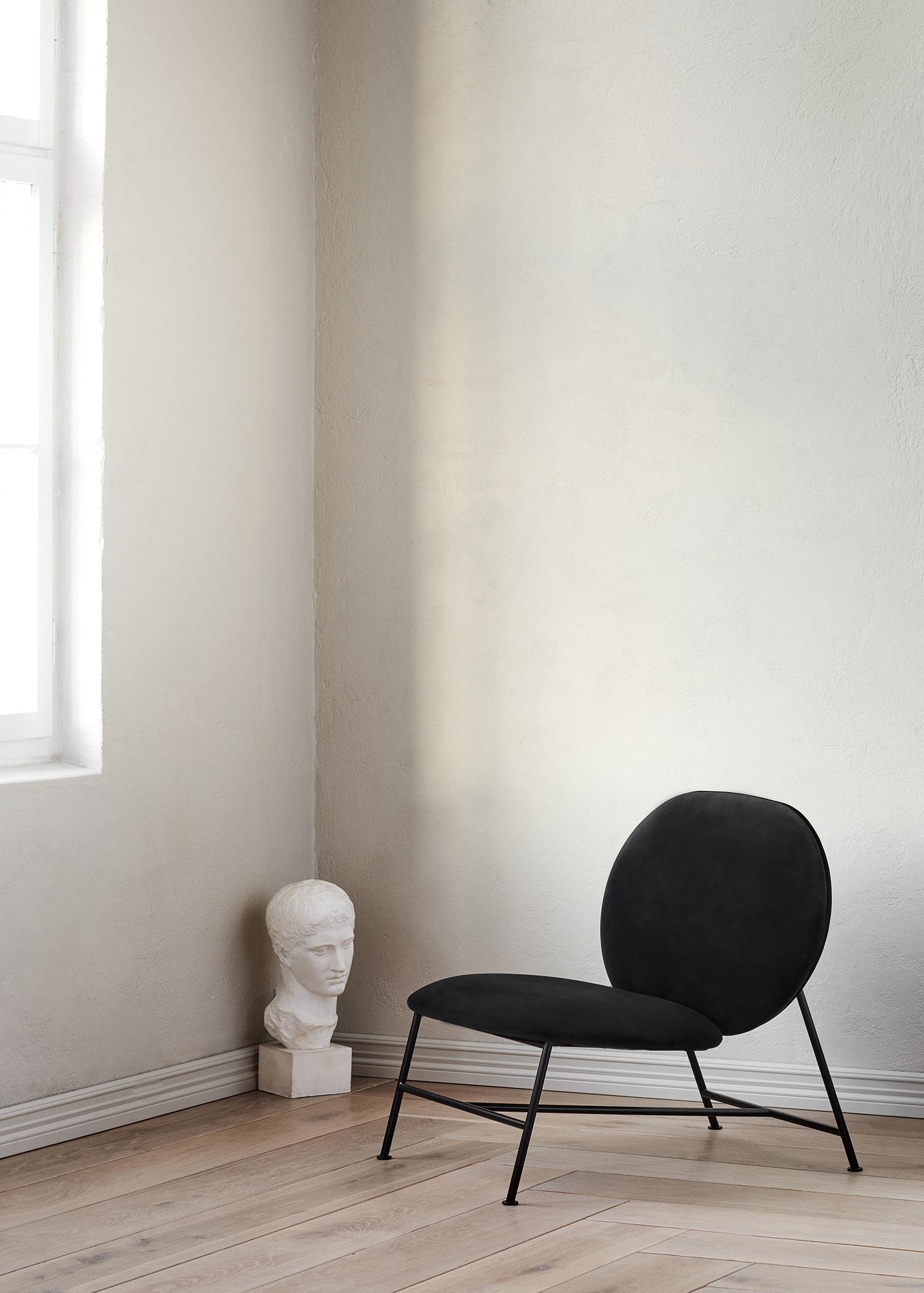 Oblong_lounge_chair_black-Northern_Photo_Chris_-Tonnesen-High-res.jpg
