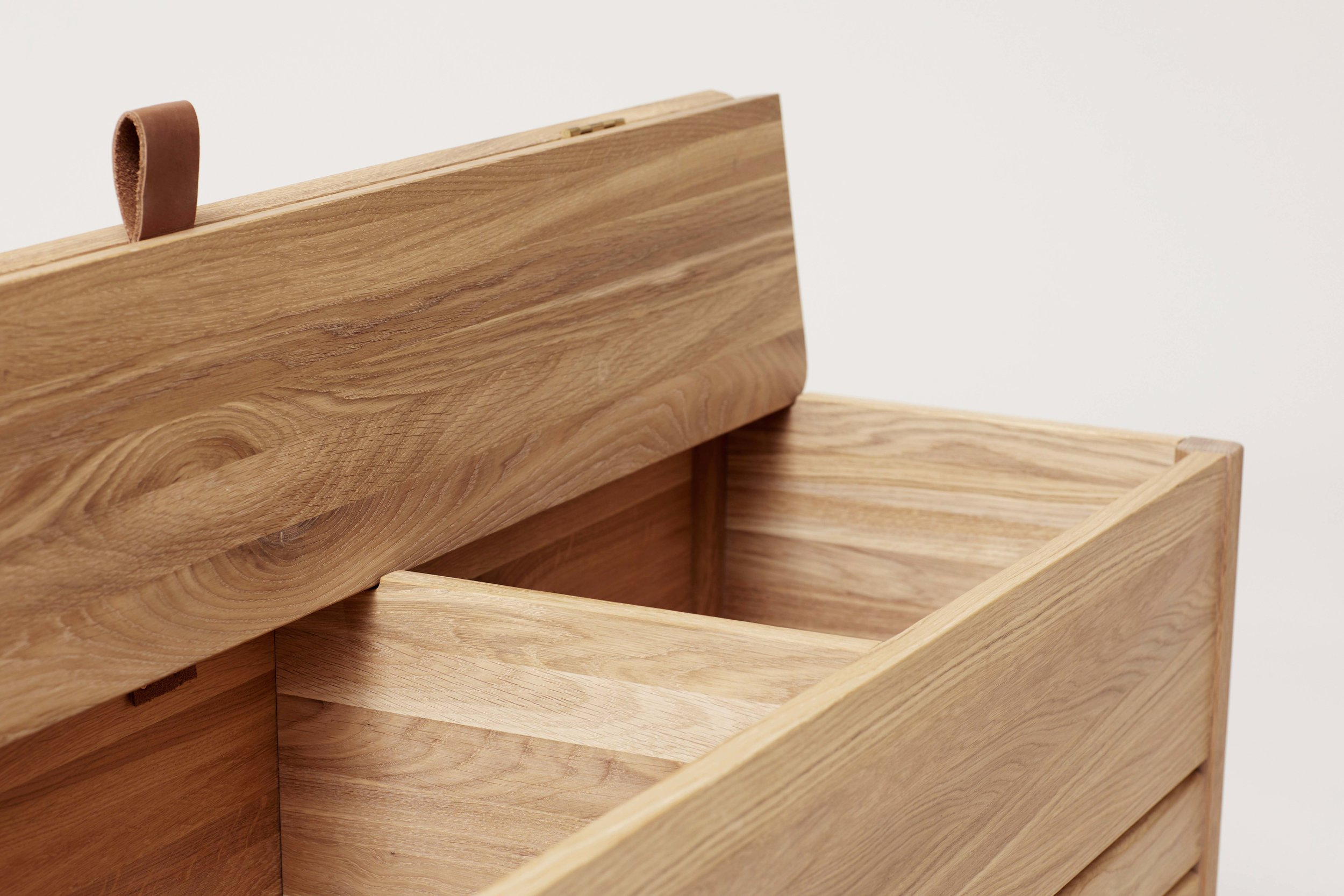 F&R_A-line-storage-bench-oak-detail_5.jpg